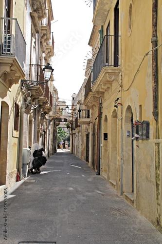 Uliczka, Włochy, Sycylia, Syrakuza. Sicilia, Siracusa, via