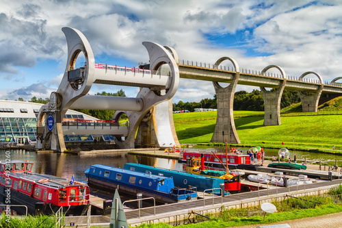 Obraz na płótnie FALKIRK, SCOTLAND - AUGUST 21, 2016: The Falkirk Wheel is a rotating boat lift connecting the Forth and Clyde Canal with the Union Canal