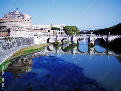 Canvas-taulu Bridge Over River By Mausoleum Of Hadrian