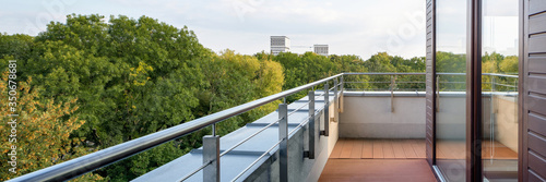 Foto Panorama of stylish balcony with amazing view