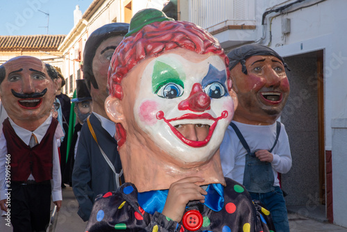 Obraz na plátně Desfile de gigantes y cabezudos en carnaval