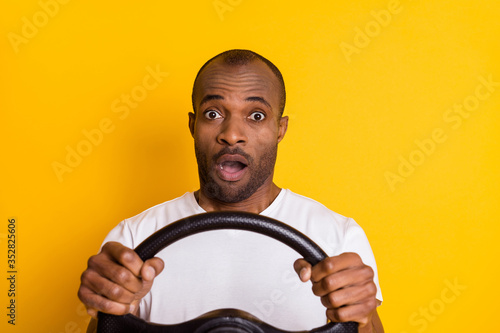 Photo Portrait of astonished afro american driver hold steering wheel impressed big ci