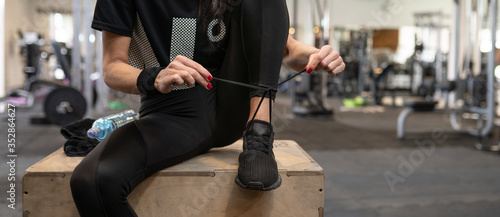 Fototapeta premium Gotowy do treningu na siłowni i zajęć fitness
