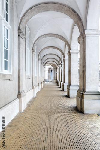 korytarz-sali-parlamentu