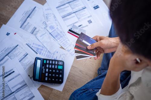Billede på lærred Business people are stressed about credit card debt and many bills on the floor