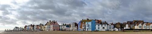 Fotografia Panoramic view of buildings on Crag Path facing Aldeburgh beach