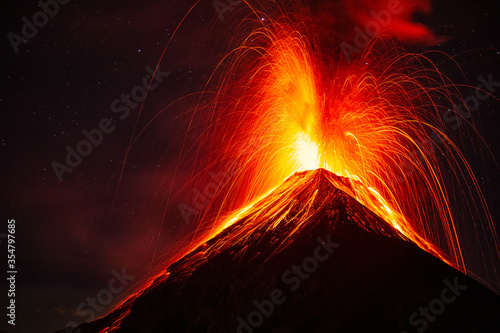 Slika na platnu Night eruption of the volcano of fire, Guatemala