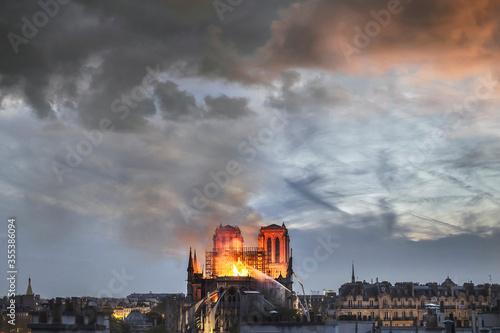 Obraz na płótnie Huge fire sweeps through Notre Dame Cathedral (Paris, France) on April 2019