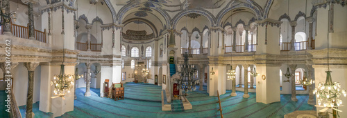 Fotografia Istanbul, Turkey - a country with a strong muslim majority, Turkey has mosques at every corner