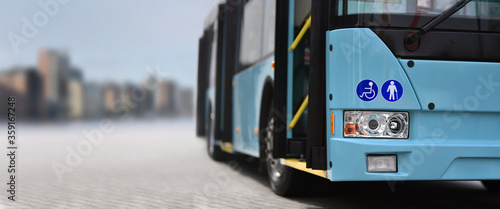 Fotografie, Tablou City bus on background city skyline