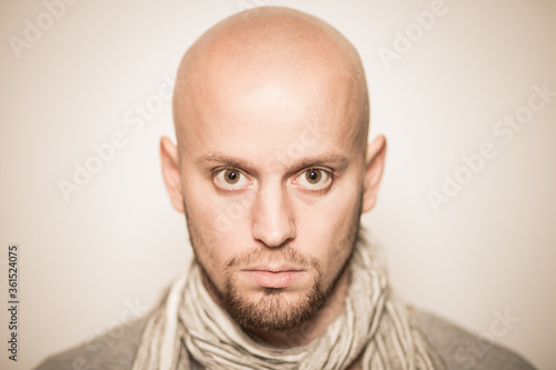 Fotografia, Obraz skinhead baldness shaved head man angry racist