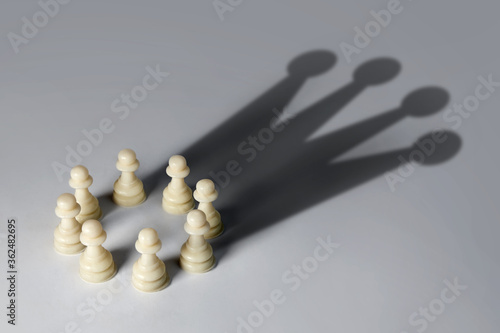 Canvastavla Chess pawn circle with shadow shaped as a crown