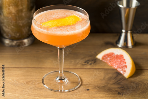 Tableau sur Toile Boozy Refreshing Brown Derby Cocktail