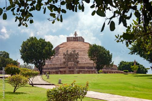Canvas Print The Great Sanchi Stupa, Buddhist Architecture at sanchi, Madhya Pradesh, India