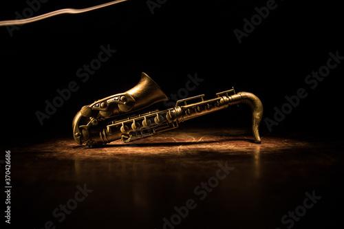 Carta da parati Alto gold sax miniature with colorful toned light on foggy background