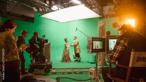 Fotografering On Set: Famous Female Director Controls Cameraman Shooting Green Screen Scene with Two Actors Talented Wearing Renaissance Clothes Talking