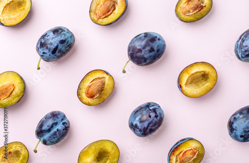 Canvas Print blue plums on pink background