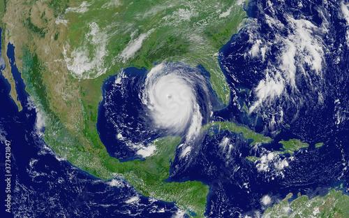 Fotografija Laura hurricane approaching the coast
