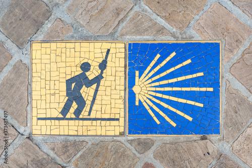 Fototapeta Camino de Santiago pilgrimage sign on the pavement in Chartres, France