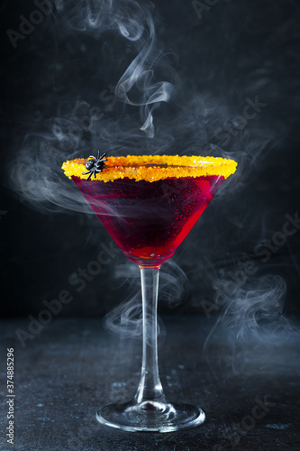 Canvas Print Halloween coctail black widow with red drinks in glass on dark background