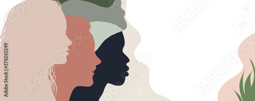 Valokuva Silhouette group of multiethnic women who talk and share ideas and information
