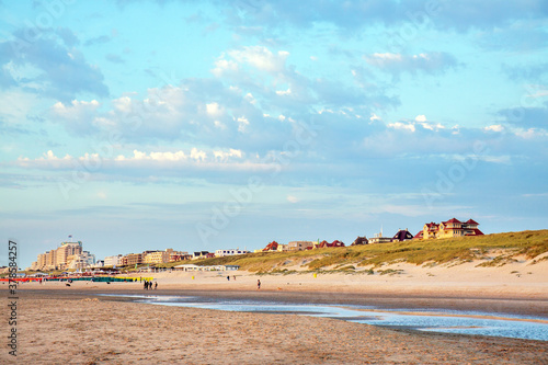 Canvas Print Noordwijk beach, dunes and boulevard at low tide, Netherlands
