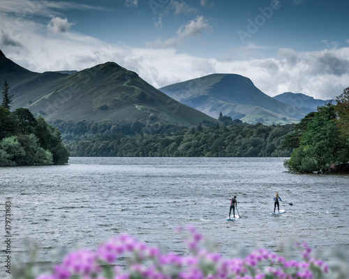 Tableau sur Toile Peddle boarders on the lake of Derwent Water - Keswick, Lake District