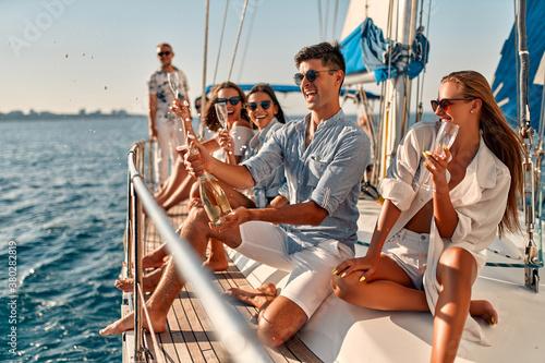 Carta da parati Friends on yacht