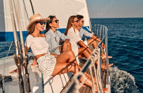 Obraz na plátně Friends on yacht