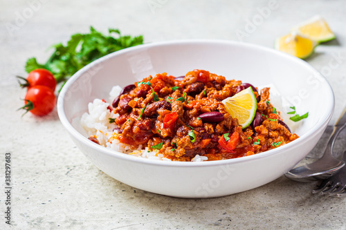 Chili con carne with rice in white bowl Fototapete