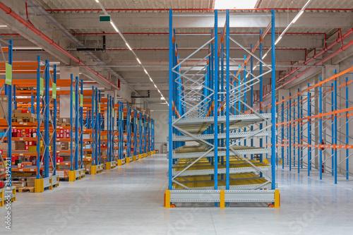 Fotografie, Tablou Gravity Flow in Distribution Warehouse
