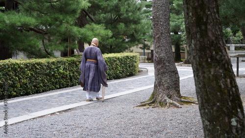 Valokuva Japanese monk walking in a zen garden