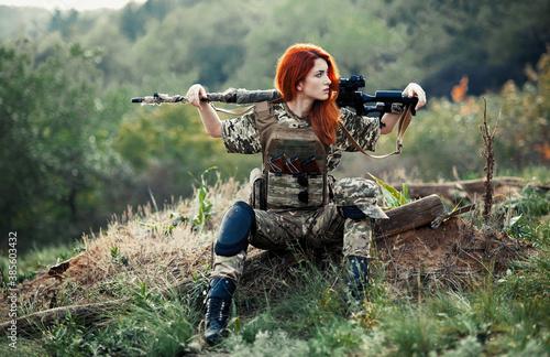 Fototapeta Sniper girl in a green field