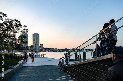 Fotografía Boston, Massachusetts USA People standing on a lookout platform on the harbour walk