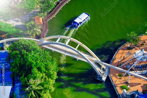 Fotografía MALACCA, MALAYSIA - DECEMBER 28, 2019: Overhead aerial view of Melaka River