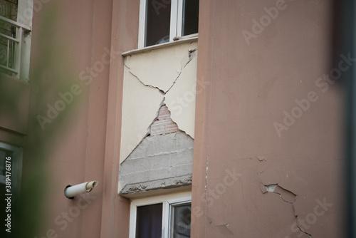 Billede på lærred Earthquake on 30 October 2020 in The Aegean sea affected buildings in Izmir