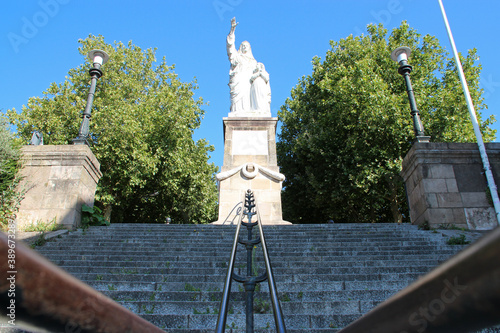 Fototapeta stairs and statue of sainte-anne in nantes (france)