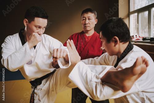 Canvas Print The opponent grabbed leg of man in white kimono.