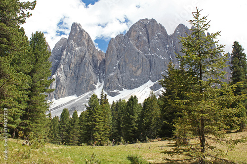 Fototapeta sass rigais and furchetta from funes valley, odle group,  dolomite area, alps