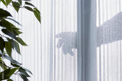 Canvastavla 泥棒 空き巣 窓から侵入するシーン