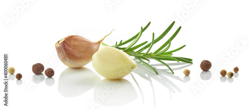Fotografia Garlic, rosemary and pepper