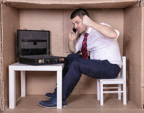 Canvas Print tough businessman conversing on the phone