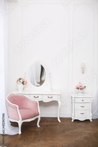 Photographie Elegant white dressing table in light luxury interior