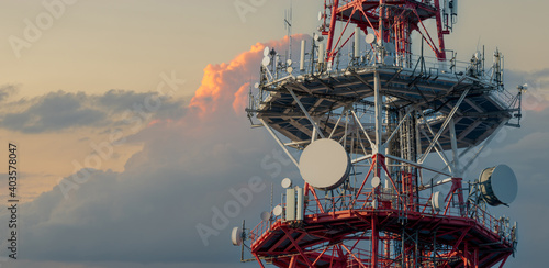 Stampa su Tela radio and television mast with mobile telephony antennas