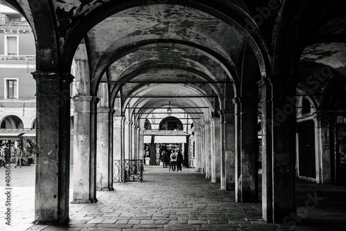 Foto Colonnades In Historic Building