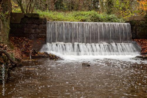 Fotografia Waterfall in park Markeaton in autumn