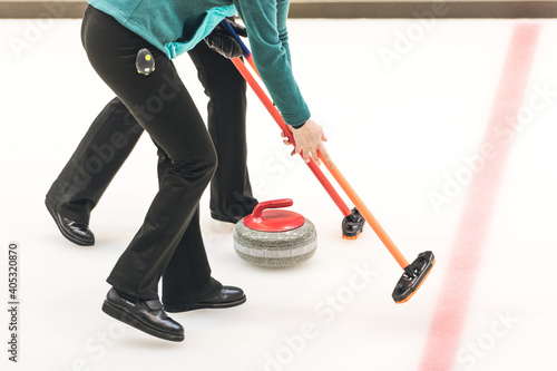 Cuadros en Lienzo Low Section Of Men Playing Curling On Ice Rink