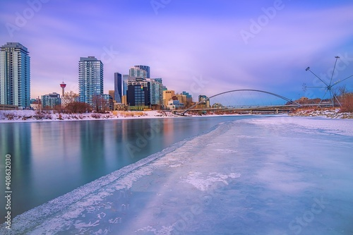 Canvas Print Long Exposure Sunrise Over An Icy Bow River