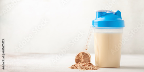 Fotografia Protein sport shake and powder . Fitness food and drink. Diet