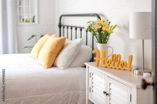 Cheerful hello sign in clean and bright bedroom Fototapet